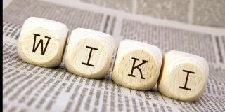 Buchstabenwürfel bilden das Wort WIKI