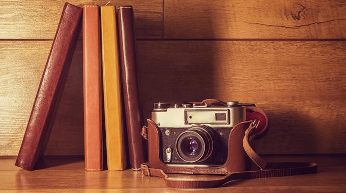 Artkelbild zu Das Buch als Fotomotiv - 8 Bookstagramer und ihre Bilder - Foto von antiqueart - istockphoto.com