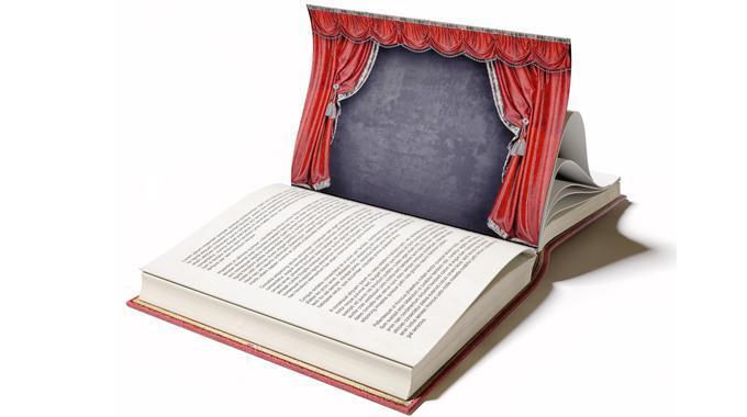 Aufgeschlagenes Buch mit Abbildung einer Theaterbühne