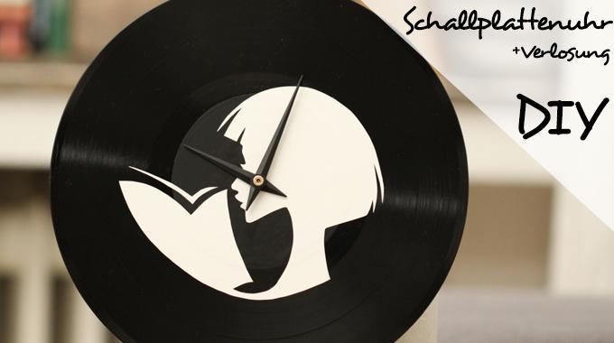 DIY Schallplattenuhr mit lesender Frau